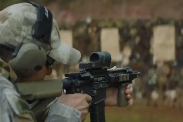 Cena do filme produzido pela agência Lew'Lara sobre o programa de segurança do governo paulista