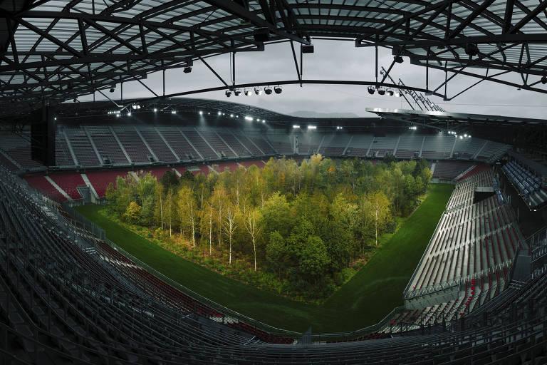 As 299 árvores instaladas no estádio Wörthersee, em Klagenfurt, na Áustria