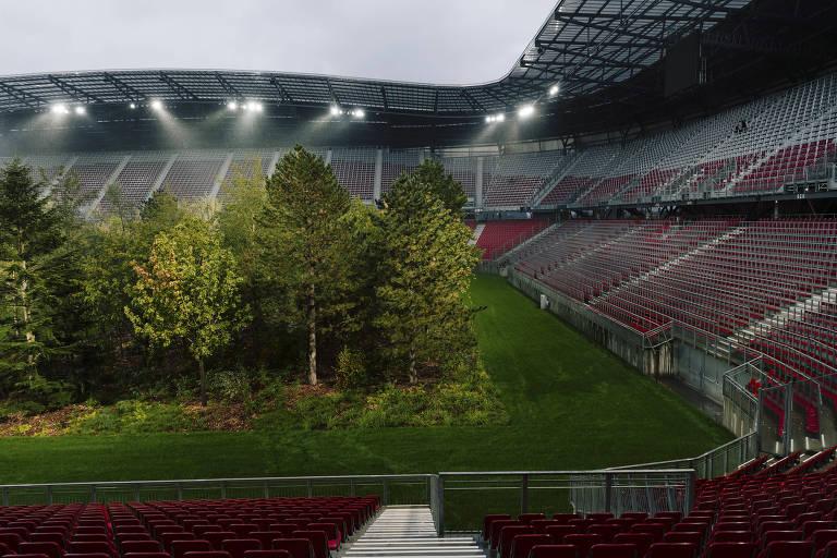 Equipe que utiliza o estádio, o SK Austria Klagenfurt precisou jogar em outro local