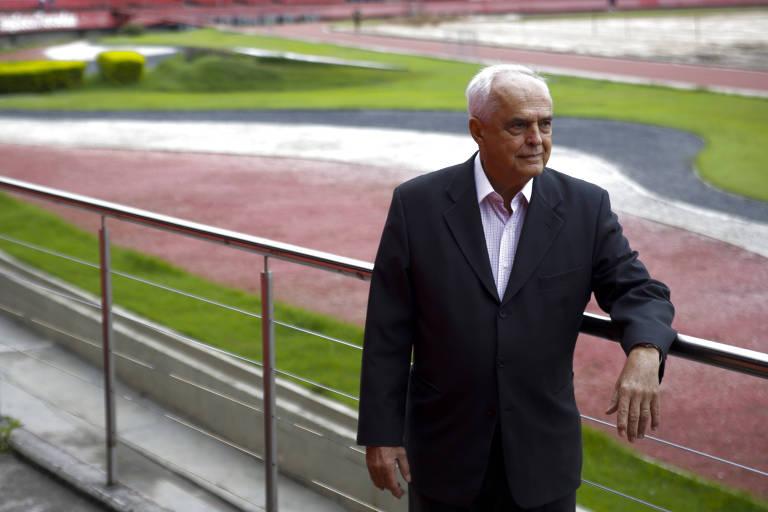 Leco, presidente do São Paulo desde outubro de 2015, no setor térreo das arquibancadas do Morumbi