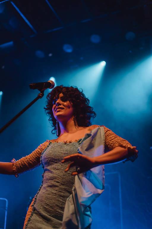 Veja fotos da cantora Céu