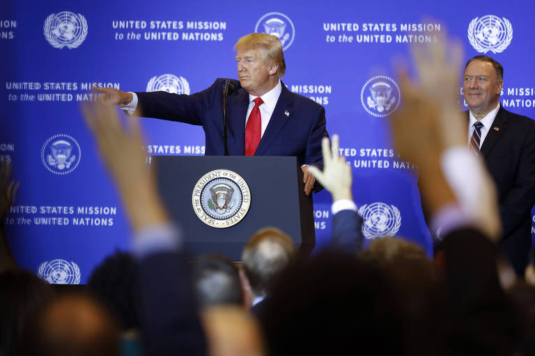O presidente dos Donald Trump junto ao secretário de Estados dos EUA, Mike Pompeo, durante entrevista coletiva em Nova York