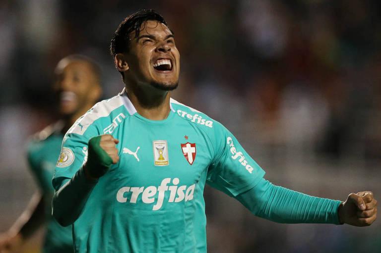Gustavo Gómez comemora seu gol