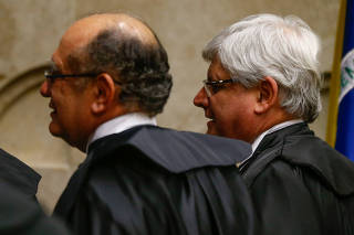 O ministro Gilmar Mendes e o então procurador Rodrigo Janot em sessão do STF em 2017