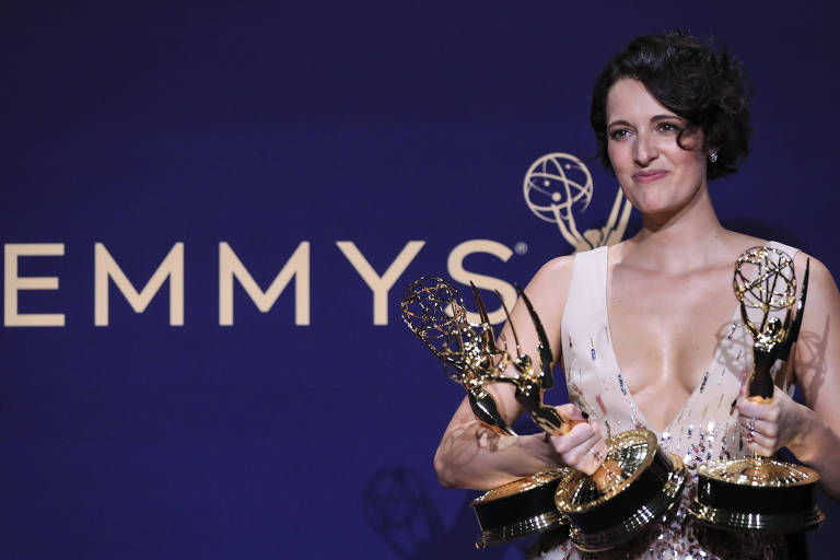 A atriz  Phoebe Waller-Bridge após conquistas três prêmios Emmy