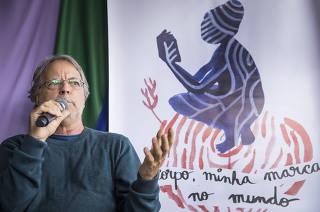 O escritor moçambicano Mia Couto fala durante o encerramento da Felizs