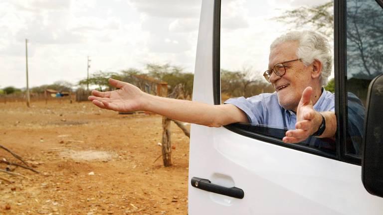 coutinho abre os braços em porta de caminhão
