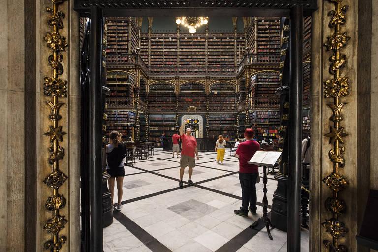 Centenário, Real Gabinete Português de Leitura atrai turistas no Rio