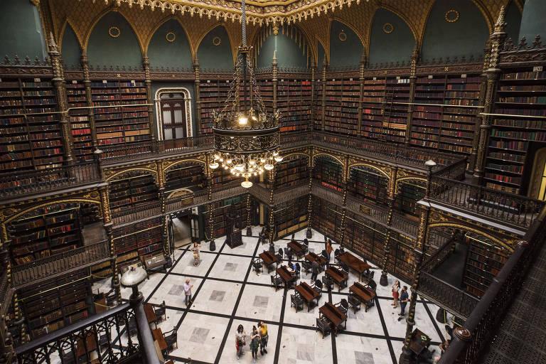 O salão térreo é o único aberto ao público no espaço, que fica no centro do Rio de Janeiro e aparece frequentemente nas listas de bibliotecas mais belas do mundo