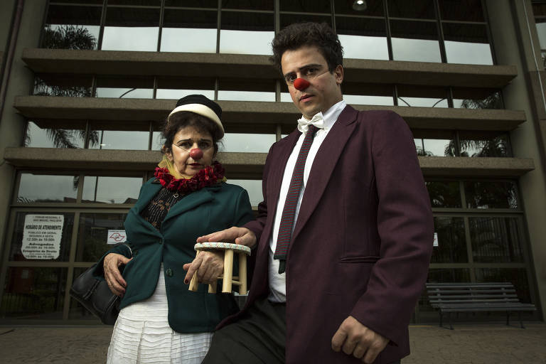 Os atores Soraya Saíde e Victor Mendes no Fórum de São Miguel Paulista