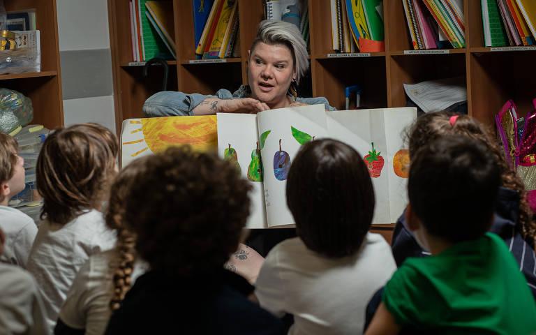 Mariana Sanchez Pereira, 37 anos, que tem esclerose múltipla, é professora de ensino infantil e dá aulas para crianças de seis anos