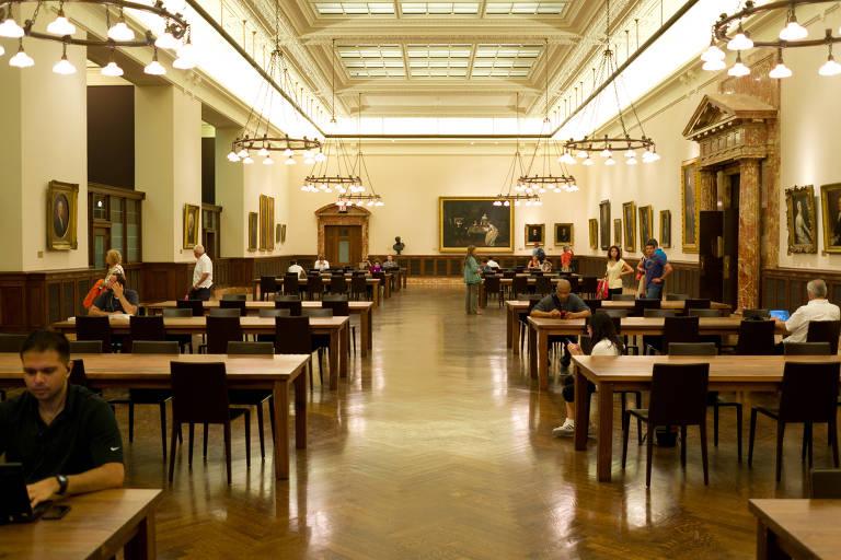 Sala de leitura na Biblioteca Pública de Nova York
