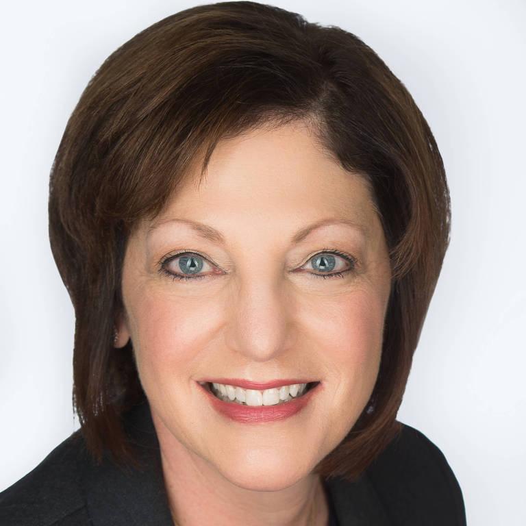 """A americana Susan Peppercorn, autora do livro """"Abandone seu crítico interno no trabalho: estratégias baseadas em evidências para prosperar em sua carreira"""""""