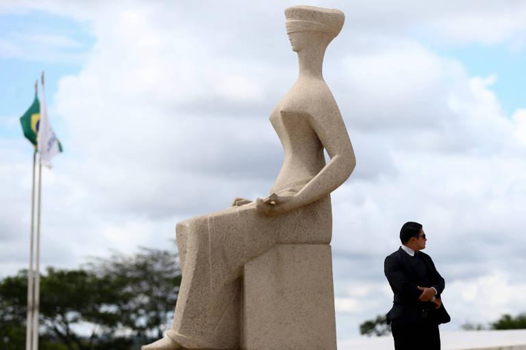 Escultura da Justiça na Praça dos Três Poderes em  Brasília