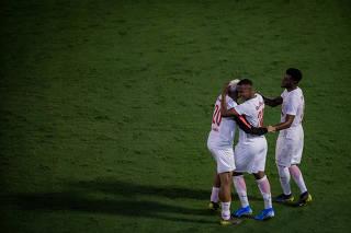 Bragantino joga com a marca da Red Bull, em partida no estádio Nabi Abi Chedid