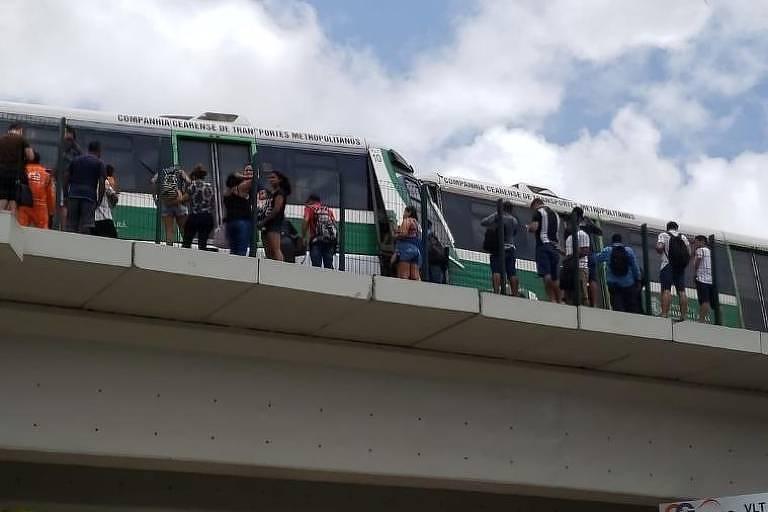 Trens colidiram em Fortaleza, na manhã deste sábado (28)