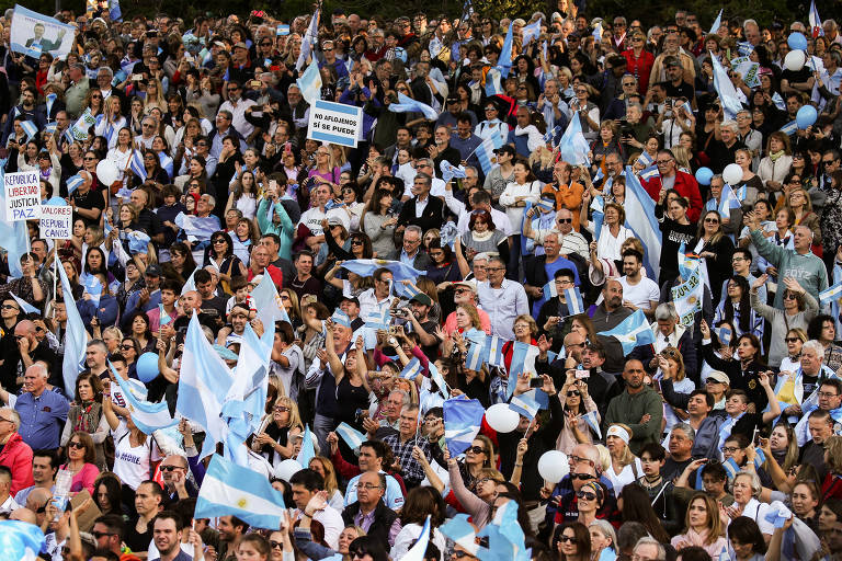 A um mês das eleições, Macri dá última cartada em busca de votos