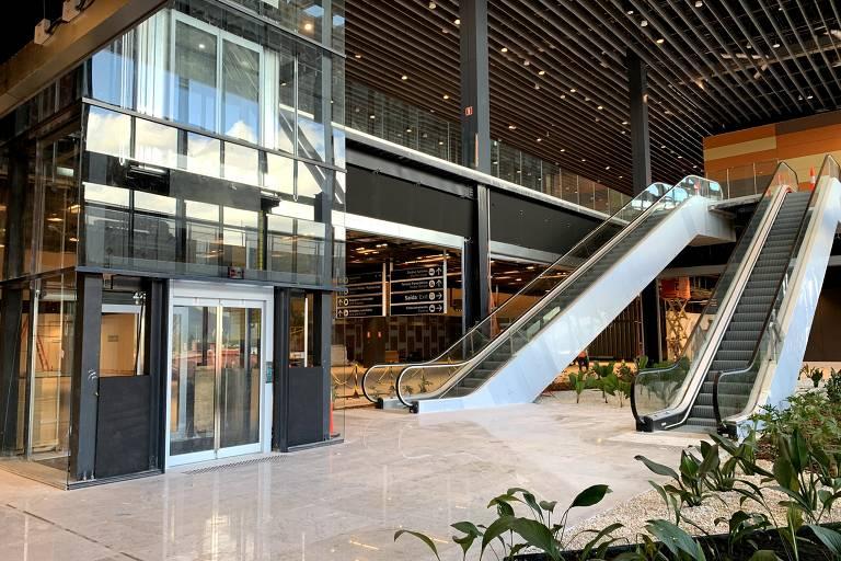 Saguão do novo aeroporto de Florianópolis, que começa a operar no dia 1º de outubro