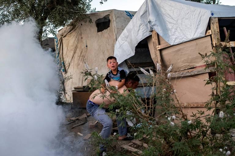 Incêndio deixa ao menos dois mortos em campo de refugiados na Grécia