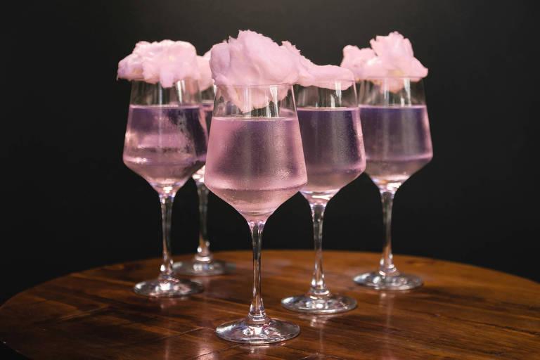 Drink Rosa do Bem, do Fortunato Bar