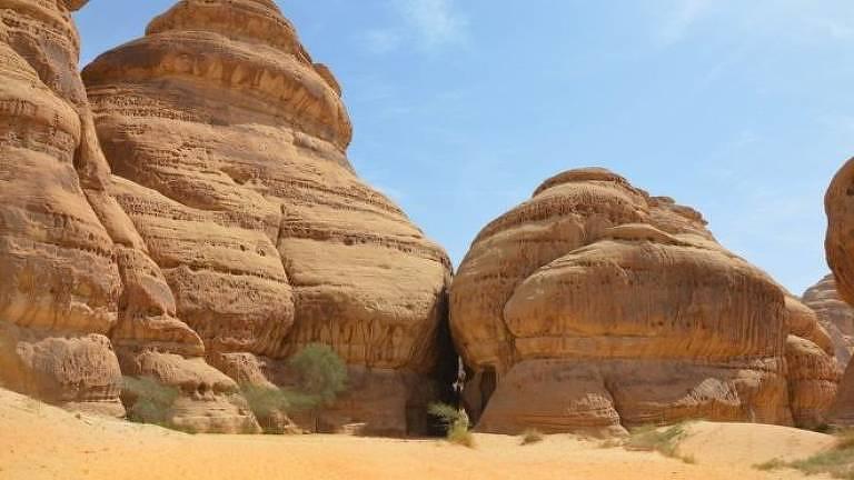 Rochas em deserto
