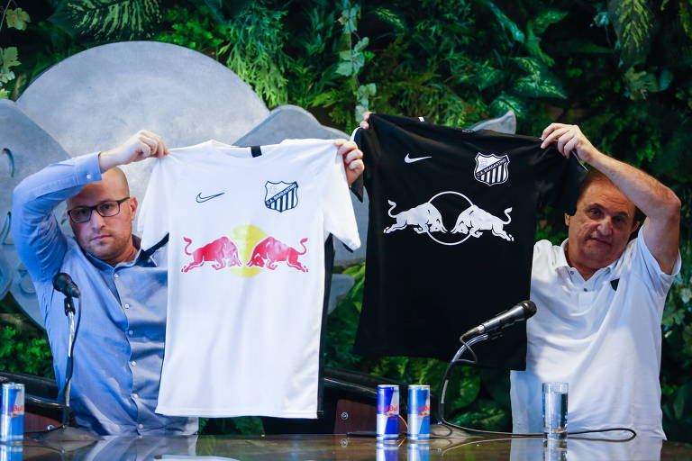 O CEO Thiago Scuro, da Red Bull, e o presidente do Bragantino, Marquinhos Chedid, anunciam a parceria entre a equipe e a empresa