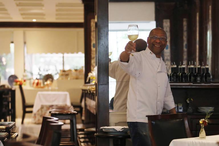 José Alencar de Souza, 66, dono do restaurante Santo Colomba, em SP