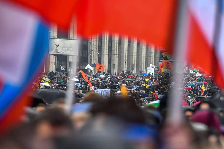 Apoiadores da oposição russa participam de protesto em Moscou