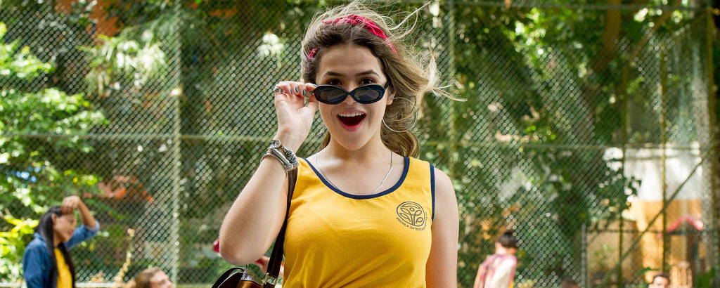 Maísa Silva interpreta a estudante Júlia em 'Ela Disse, Ele Disse'