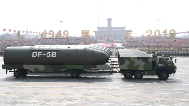 Mísseis nucleares Dongfeng-5B, da China, durante parada militar no ano passado