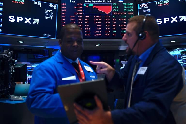 Operadores do mercado financeiro na Bolsa de Nova York
