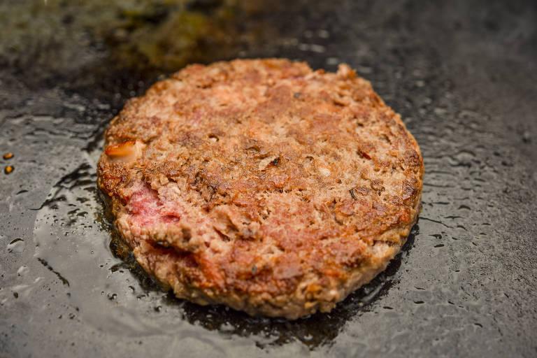 Hambúrguer de carne, que entrou na mira de um novo estudo