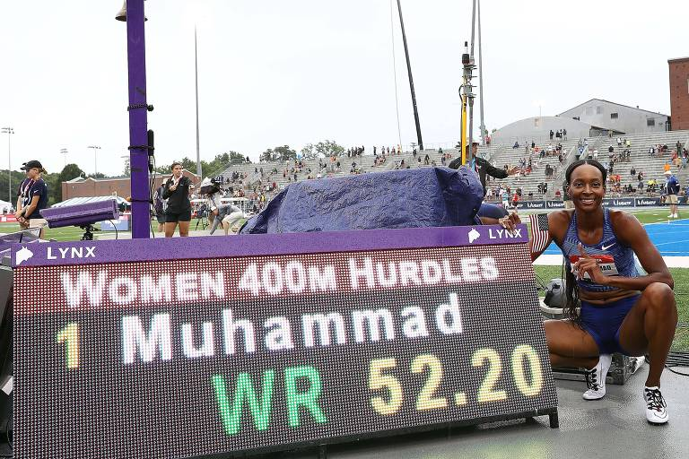 Dalilah Muhammad após bater o recorde mundial, em julho