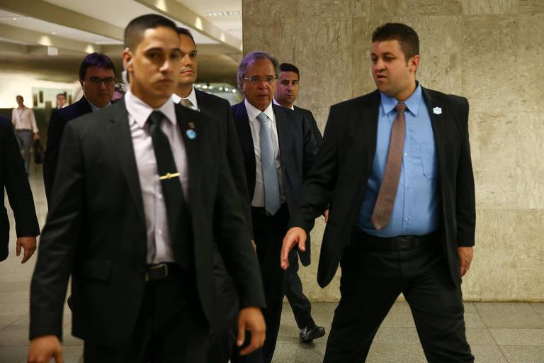 Guedes busca apoio de senadores e promete recursos a estados