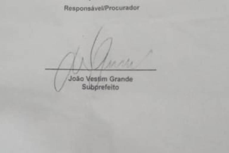 Assinatura falsificada em documento apresentado por comerciante