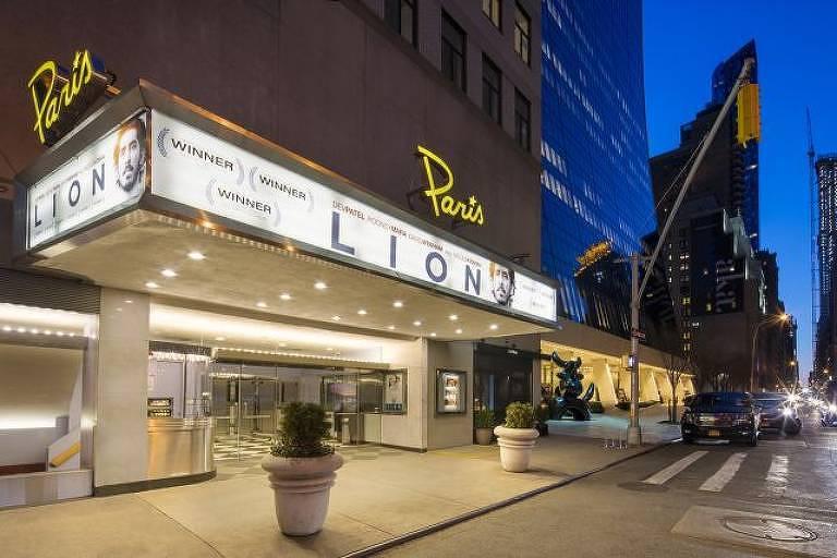 Fachada do Paris Theater, em Nova York