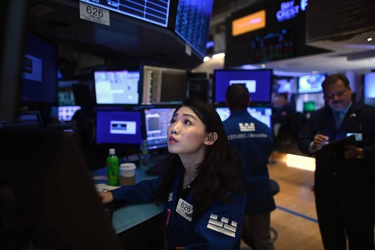Bolsas têm forte queda após nova rodada de indicadores reforçar medo de recessão global