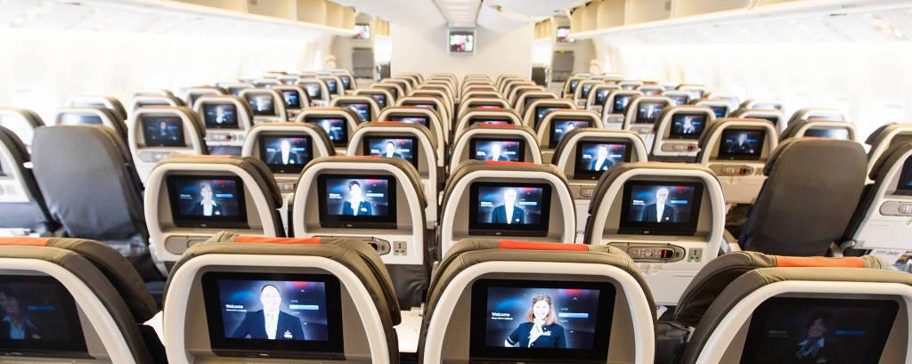 Cabine de avião com poltronas