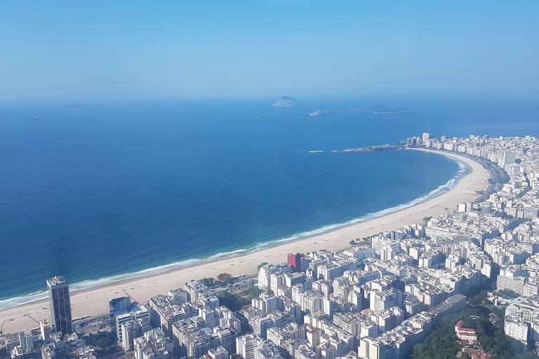 Vista de praias da zona sul do Rio durante voo de helicópteroi