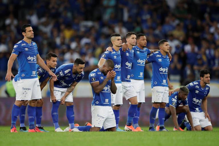 Jogadores do Cruzeiro durante a disputa de pênaltis que eliminou o time da Libertadores neste ano