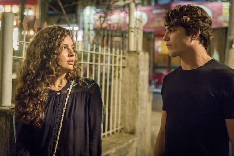 Alanis Guillen e Romulo Arantes Neto em Malhação: Toda Forma de Amar