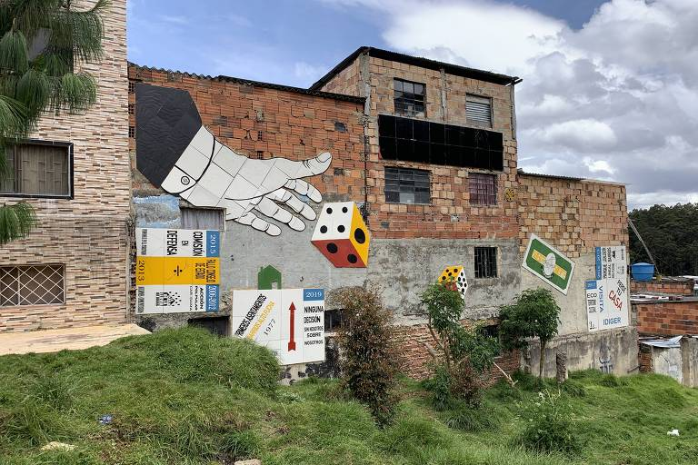 Obra de arte em morro no distrito de San Cristóbal, Bogotá