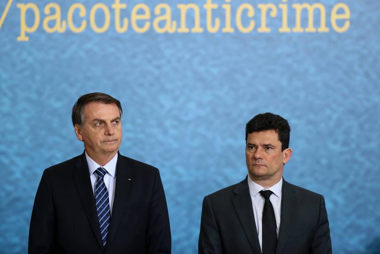 Presidente Jair Bolsonaro, acompanhado do ministro Sérgio Moro durante cerimônia de lançamento da campanha de divulgação do pacote Anticrime