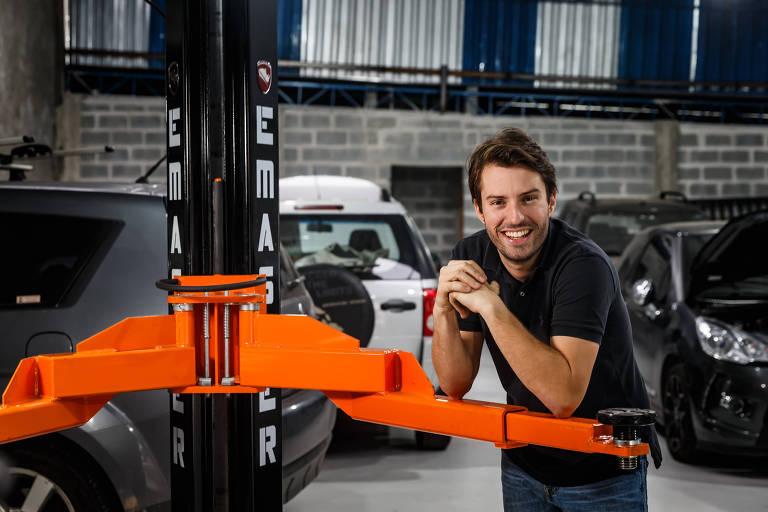Bruno Tinoco, dono da oficina Motorfast, que fica no Brooklin, zona sul de São Paulo