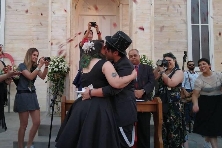 Fãs se casam no quarto dia de Rock in Rio
