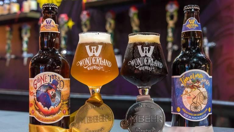 Rótulos da cervejaria Wonderland, do Rio de Janeiro