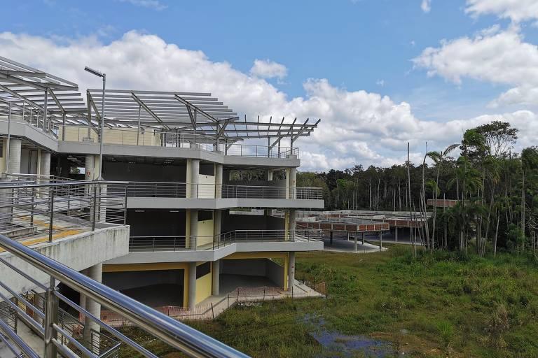 Prédio inacabado da UFSB no campus Jorge Amado, em Ilhéus (BA)