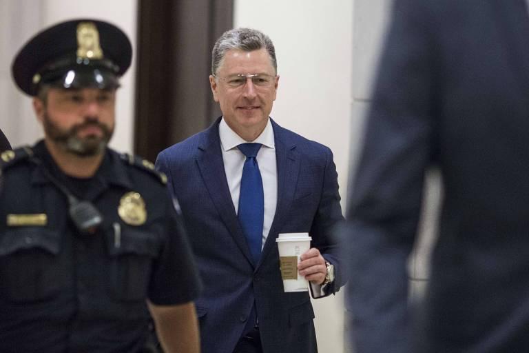 O ex-enviado especial dos Estados Unidos à Ucrânia, Kurt Volker, chega ao Congresso americano para depor a portas fechadas nesta quinta (3)
