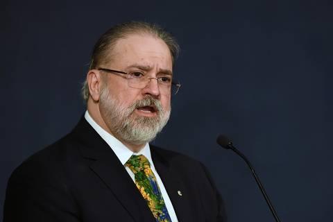 Aras é nome forte para eventual terceira vaga no Supremo, diz Bolsonaro