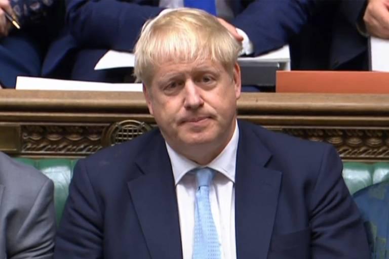 Boris Johnson participa de sessão do Parlamento britânico nesta quinta (3)